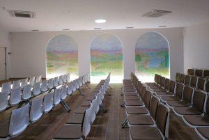 Mural de María Romero en el salón de actos del renovado Tanatorio San Martín