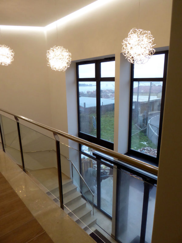 Escaleras con luz Tanatorio San Martin