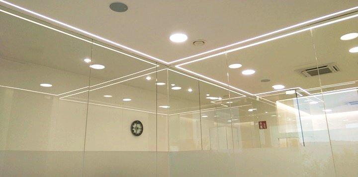 Iluminación moderna y funcional.